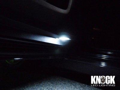 画像2: 15〜 クライスラー300C(並行車)用 ドアカーテシーLEDバルブ ホワイト