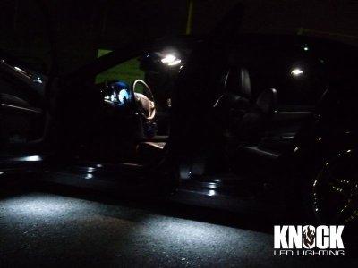 画像1: 11〜14 クライスラー300(ディーラー車)用 ドアカーテシーLEDバルブ ホワイト